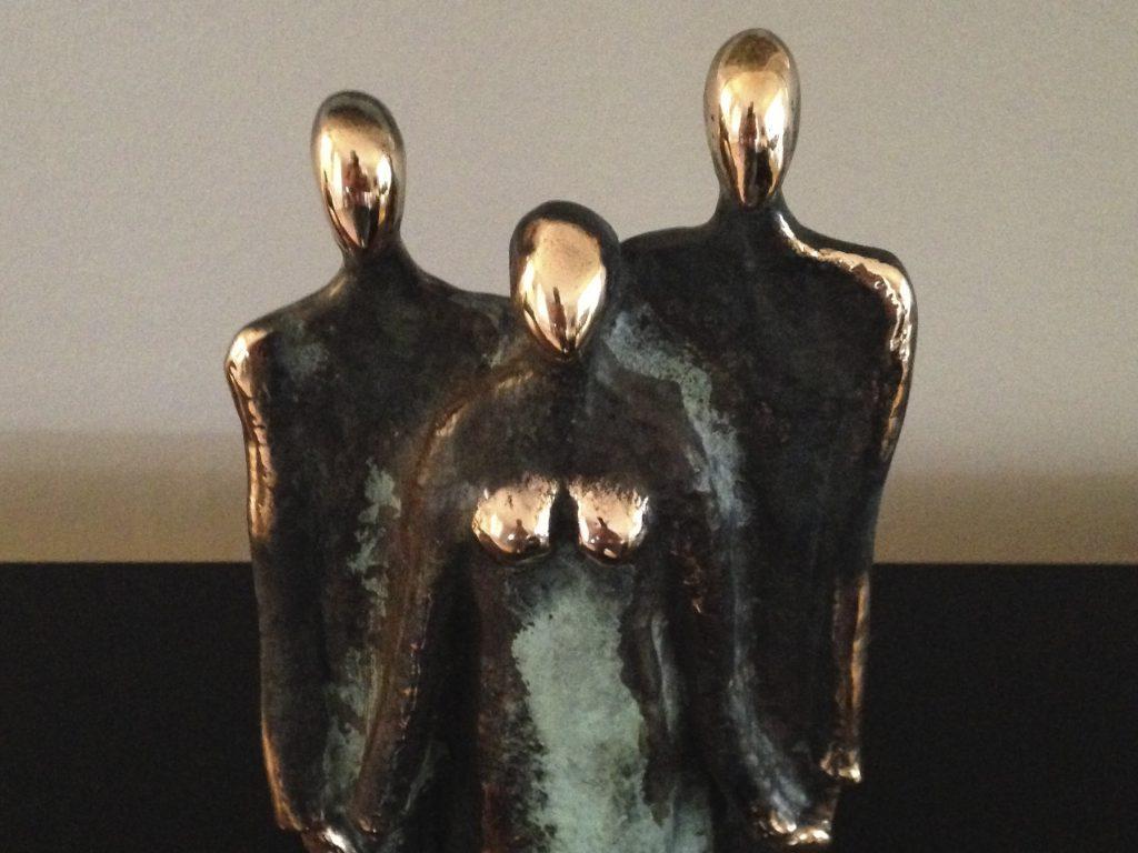 aarets_folkehjaelper_skulpturen_soon